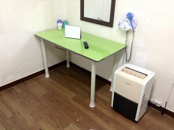 Столик. Мне кажется или Брейвика стол более лучше и более удобнее?