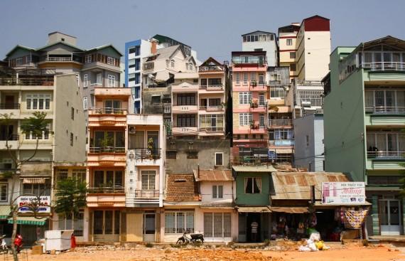 Совсем противоположная ситуация во Вьетнаме, тут все пытаются селиться на первом этаже.