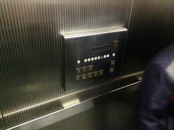 Две кнопки 3-его этажа.