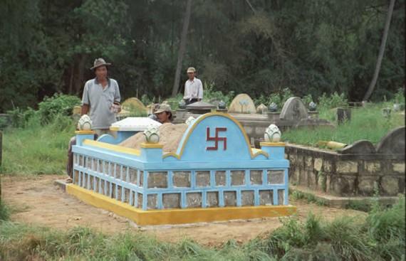 Могильный холмик, Вьетнам. Нет, тут не похоронен фашист.