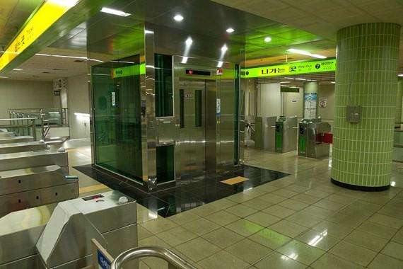 Максимально компьютеризированный лифт в Корее.