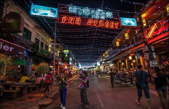 И хотя сегодня камбоджийцы зарабатывают благодаря туристам большие деньги, они все равно с тоской вспоминают старое время